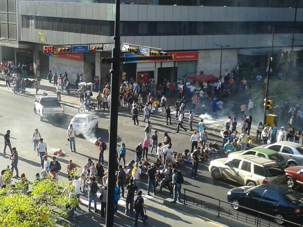 Gloria al Bravo Pueblo RT @EventosUCV: Situación en Chacao: http://t.co/wZXJ5Sl7i8