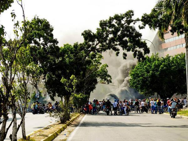 RT @KIKO2004: #12F Via @notiaragua2013, Imagenes de Protestas en la Ciudad de Maracay, Av Las Delicias. http://t.co/lLJGs0yHQl