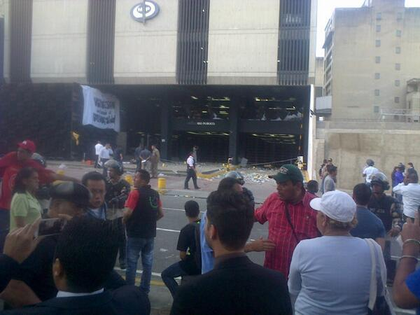 Violencia Fascista en Venezuela BgUH6cECMAAElEM