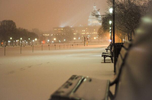 Snowy Capitol as seen from the mall about an hour ago (cc @capitalweather) #DC #SNOW #CAPITOL http://t.co/KV72UyYVjE