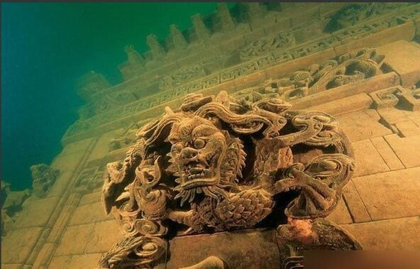 千島湖水下古城。水力発電のために作られた人工湖千島湖の下に沈められた唐代の古城。現在一般人ダイビング不可(浙江省)