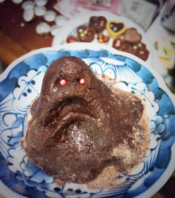 一発目のチョコレートのテンパリング失敗したからむしゃくしゃしてペルソナのスライム作った pic.twitter.com/pRjONaIhTB