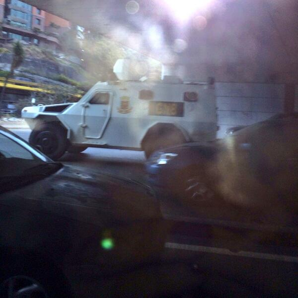 #13FVnzlaEnlaCalleNicolásPaElCoñoTeVas ¡Tanquetas camino a las Mercedes hoy en la mañana! http://t.co/e9v6rYkBLy