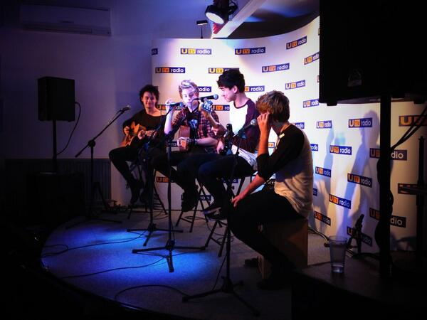 It's 5 Seconds Of Summer kickin it at Total Access in Studio 10! @5SOS #5SOS #5SOSRadioTour http://t.co/cjx1WT0GZd