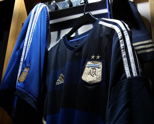 Аргентинцы показали форму для Мундиаля (Фото) - изображение 2