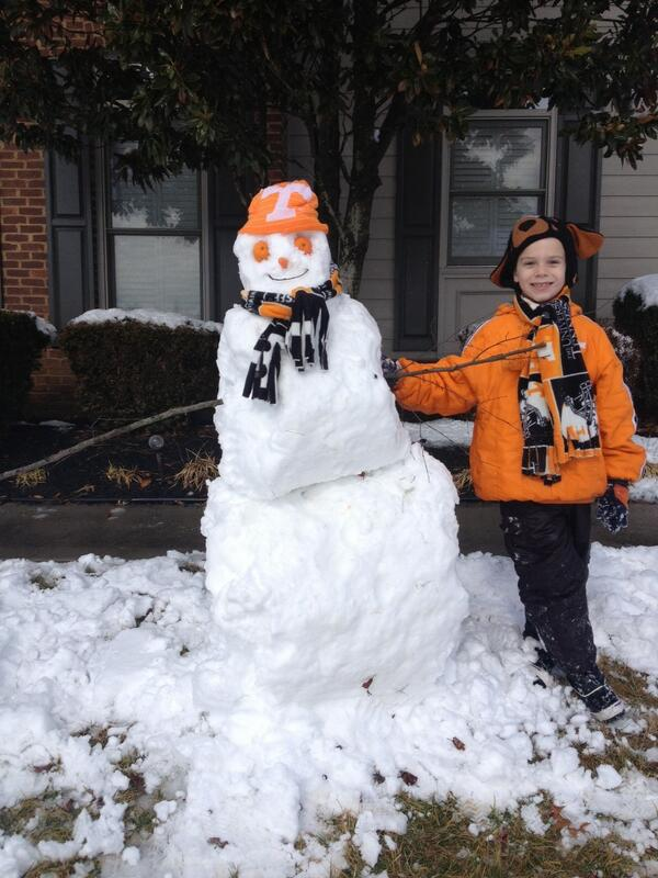 Complete with orange eyes! #Vols Snowman. http://t.co/4vjWY1C8ui