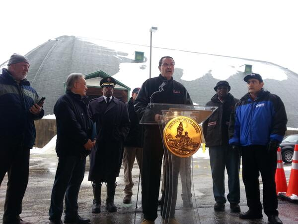 Mayor: snow emergency probably lifted around 2. (Not official yet.) 200 vehicles impounded. 600-700 tickets issued. http://t.co/AeeMHjvRCy