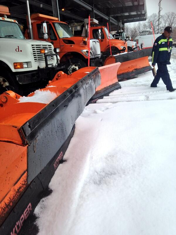 Fleet of plows at the Snow Dome. Bring it on, #Snowchi. http://t.co/3J7v1Ppurg