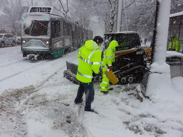 #MBTA crews hard at work preparing for the evening commute! http://t.co/roo5yHA51f