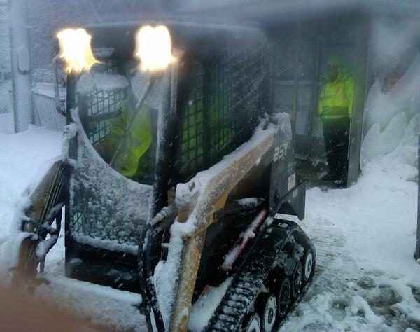 #MBTA crews operating the skid-steer on Beacon and Dean RD. #MAsnow http://t.co/dOjnowyoKq