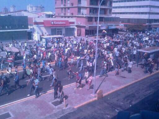 : Maracaibo Av. 5 de Julio http://t.co/PvrCDPeC71 @ntn24 @euronewses @tve_tve @reinaldoprofeta @CNNEE @RosLehtinen @cbs @nbcnoticias