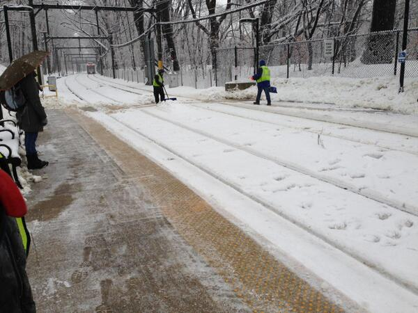 Our team is working hard to keep #MBTA platforms and walkways clear for our riders! #MAsnow http://t.co/mu5TlQPU4d