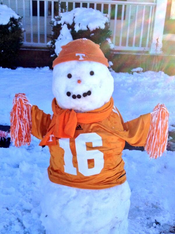 Peyton Manning snow man! @Vol_Football http://t.co/WRmgcY36QW