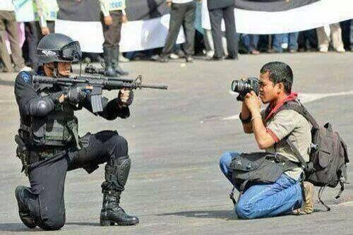 """Ezequiel Vázquez-Ger on Twitter: """"This photo is the most accurate description to what is happening in Venezuela right now."""