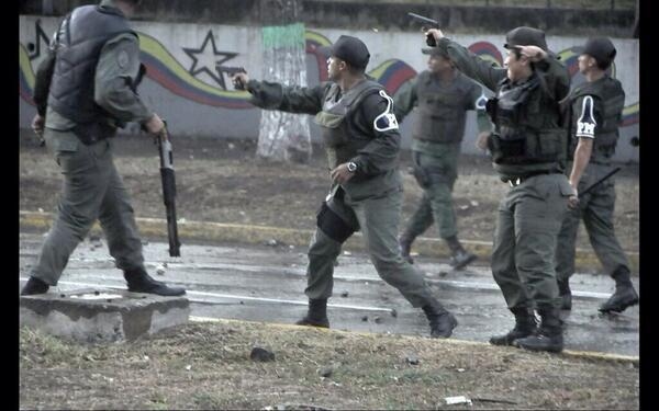 """Revolucion"" au Venezuela ? Bgb2f8oCIAAiXDf"