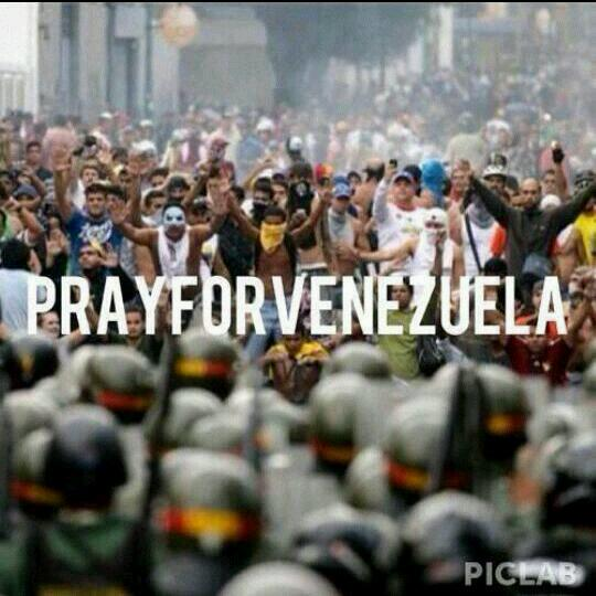 Nothing worst that see your country falling down in your own face. #prayforvenezuela http://t.co/rYuajME59G