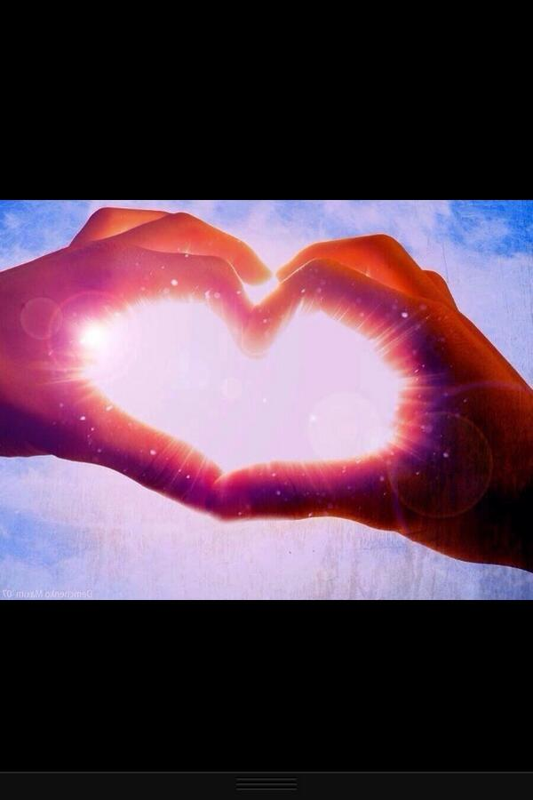 Happy Valentine's day. Let your hearts shine xxxx http://t.co/744Nrybaep