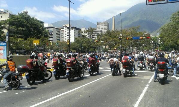 RT @garcilasop: Llegada de GNB a la plaza Altamira http://t.co/C4IUL8nM6O
