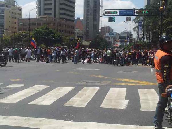 Plaza Altamira 12:25 pm #LaSalida #13F #14F http://t.co/4kIrkW4W6z