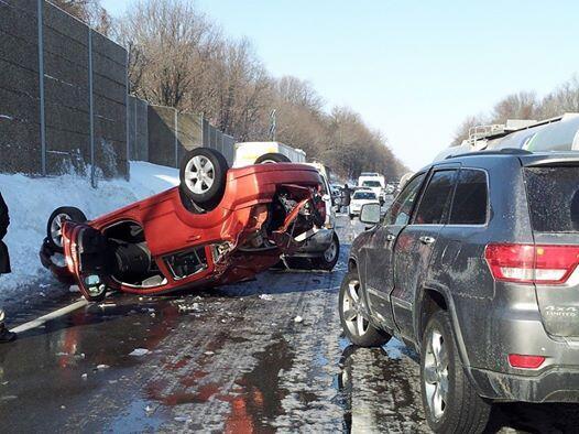 massive crash on icy pennsylvania highway causes 50 100 vehicle pile up. Black Bedroom Furniture Sets. Home Design Ideas