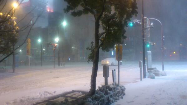 現在の秋葉原中央通り交差点です、ご査収ください http://t.co/IidRpvT1hn