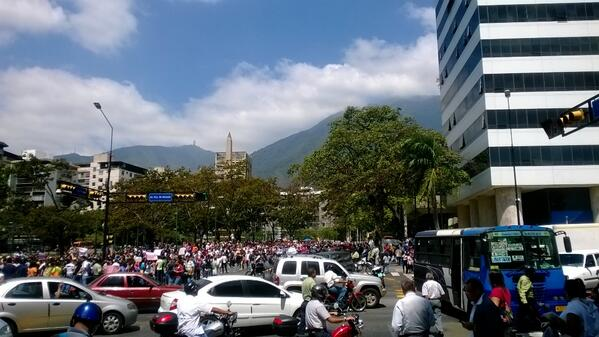 11:55 Altamira #14FcalleSinRetornoNicolásPaElCoñoteVas  http://t.co/OhKwHuggTQ