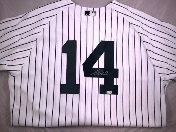 Our last day of the #MLBPAASpringClean giveaway! RT to win this @cgrand3 signed @yankees jersey! http://t.co/GQkjzYdKMu