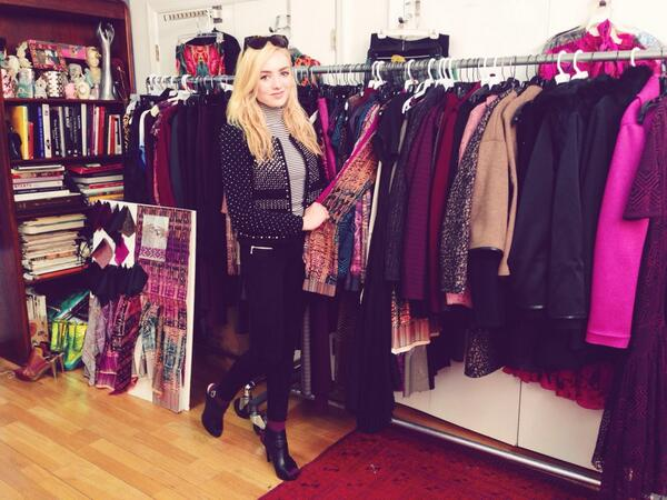 My new fav star @PeytonList is snowed-in in NY. So she popped by to see my runway collection first hand http://t.co/lOkO4cuSVT
