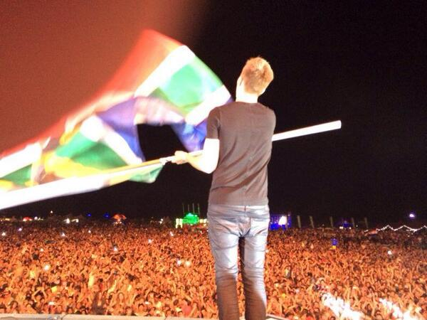 Want to know what @ultrasa was like? Here's a photo from @nickyromero... http://t.co/a4Hwch5sW4