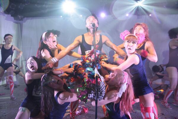 革命アイドル暴走ちゃん 明日というか今日の13時が千穐楽。 駆け抜ける舞台だ! http://t.co/IRyOQBGYSD