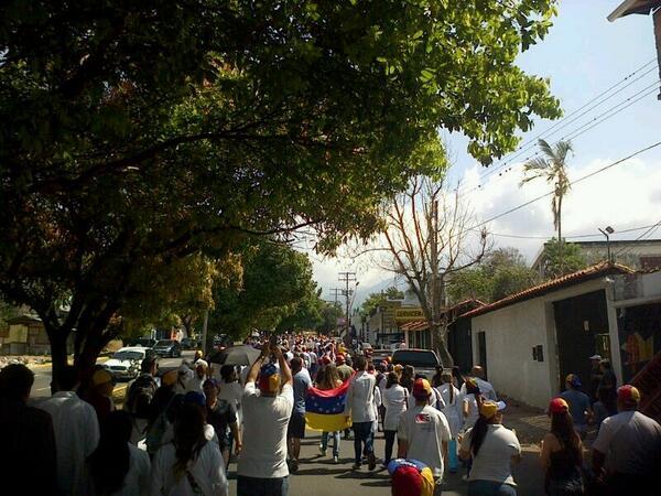 Av 19 de abril Gremio de médicos se unen a la lucha estudiantil #15F y sigue..... #Tachira #SanCristobal http://t.co/2mHL2EROo6