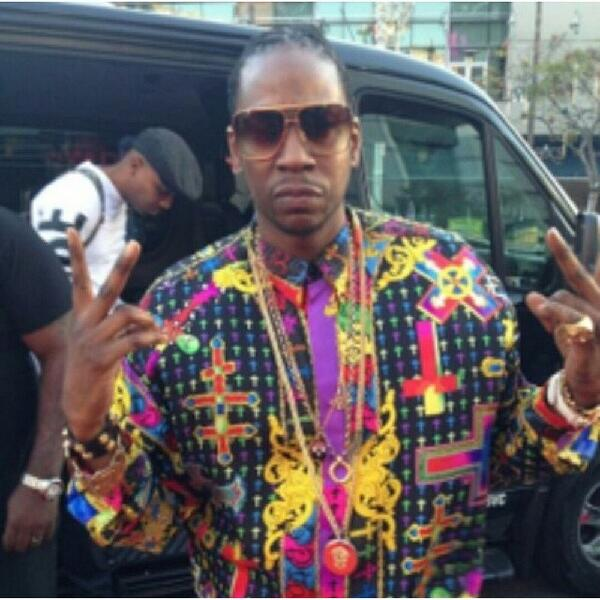 """@BlahShutUpHoe: 2Chainz Looking Like A Church Window . http://t.co/pI4Ei33QXS"""