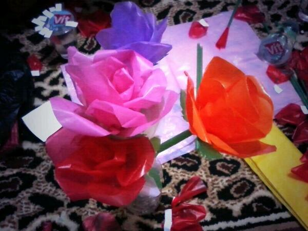 Hiasan bunga karya peserta Sekolah Ibu
