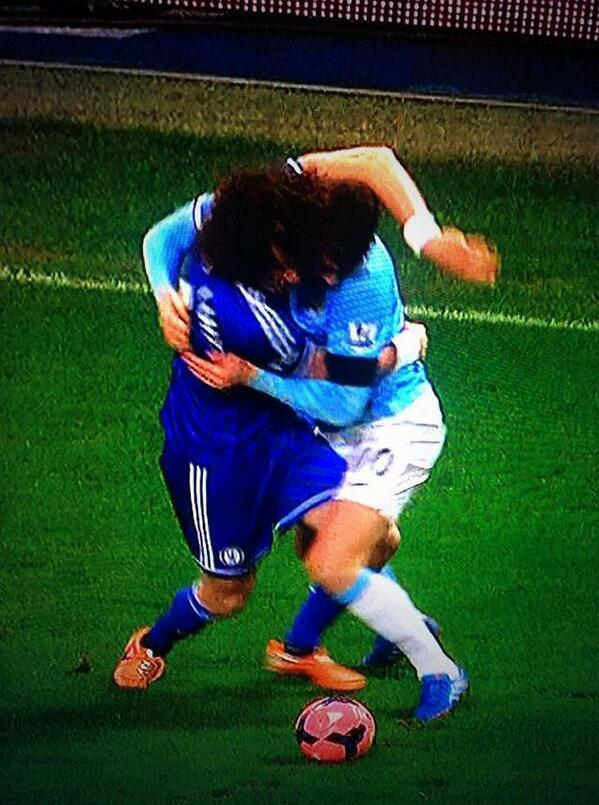 Chelseas David Luiz took down Edin Dzeko with a bear hug in the defeat at Man City [Pictures & GIF]