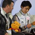 Image for the Tweet beginning: 【ソチオリンピック】 フィギュアスケート男子シングルで金メダルを獲得した羽生結弦選手が必勝祈願したことで知られる 神戸市の「弓弦羽(ゆづるは)神社」には大勢のファンが訪れ、羽生選手の金メダル獲得を喜びました。