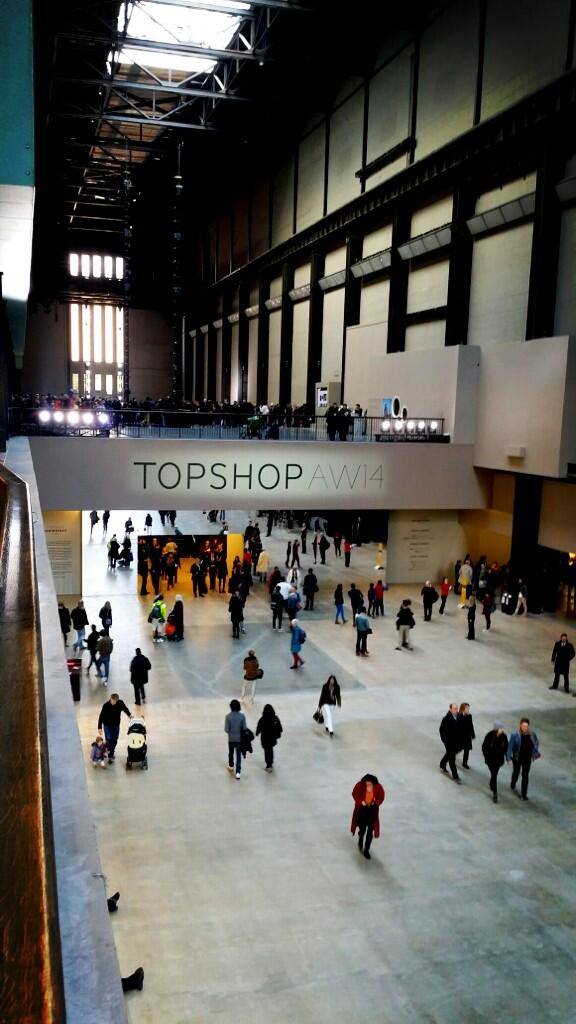Countdown to the @topshop #LFW show at @Tate Modern http://t.co/URhwowtByx http://t.co/HXm3E4zfSD