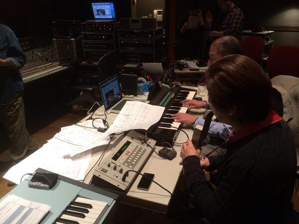 宮崎さん(AKAI EWV2000)と向谷さん(YAMAHA DX7)のデュオ演奏。当時の音してます。 http://t.co/8n9tXF16kZ? http://t.co/KbFospi3bE