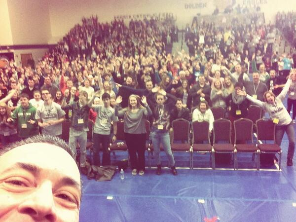 Here's my really BAD selfie of the crowd !!! Not my best bit I promised I'd post it so here ya go!! http://t.co/pSRVfwkOVV