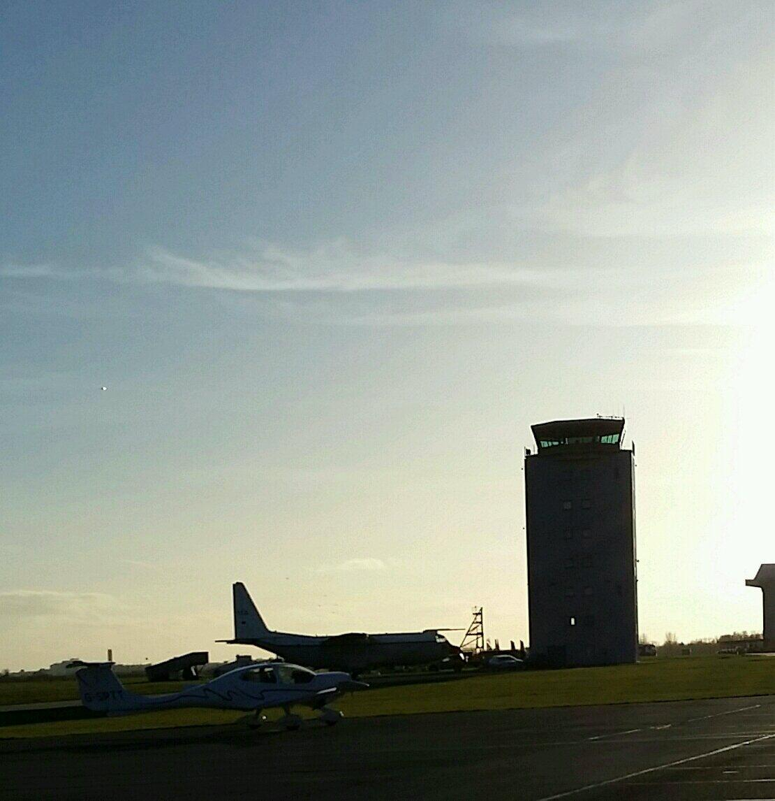 Cambridge air traffic control tower is a bit tall isn't it? Wonder if they have a lift? X #myplaneisthelittleone x http://t.co/k7pjRRCbpY