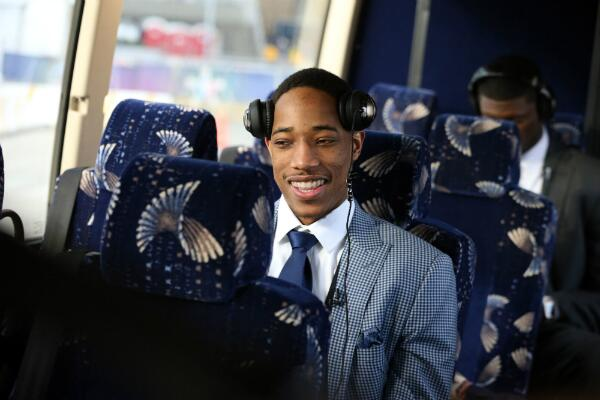#RTZ Photo: @DeMar_DeRozan all smiles on the way to his first #NBAAllStar Game. #ProudOfDeMar #Raptors http://t.co/OI8ASlZ5J2