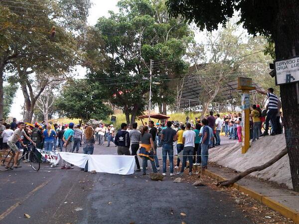 Cerrado el Municipio Guasimos palmira #TACHIRA #CERREMOSNUESTRACALLE @reinaldoprofeta http://t.co/kPfPC3kd4m