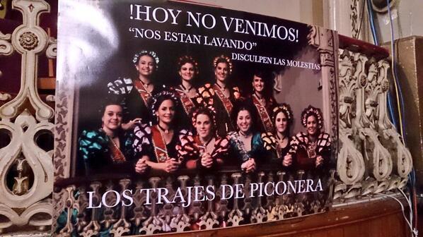 Las ninfas se toman con humor la polémica sobre los trajes de piconera. Buen detalle, al final esto es sólo carnaval. http://t.co/98cU8Sny8i
