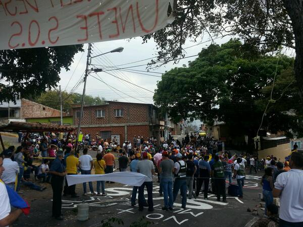 Totalmente trancada panamericana de Palmira #Tachira desde las 6am  http://t.co/wjTE7RroGo