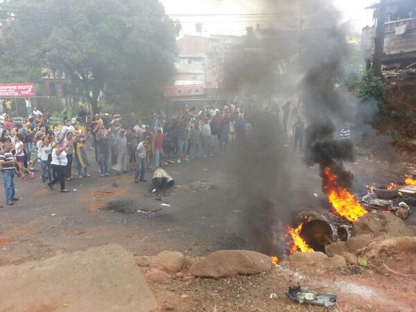 #Tachira San Cristobal 12:00 p.m #CERREMOSNUESTRACALLE http://t.co/YFMvLE11sy