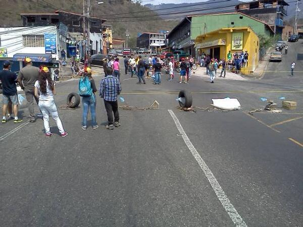 #Tachira Via principal de Patiecitos. 12:20 AM protesta pacifica en marcha!. http://t.co/8dtoKgpqk3 (@PuebloOpositor)