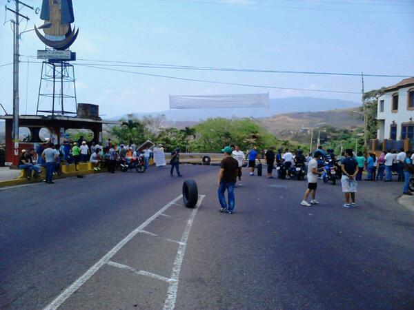 Trancada AV 1 de Tariba #Táchira http://t.co/lGhSTQiFe6