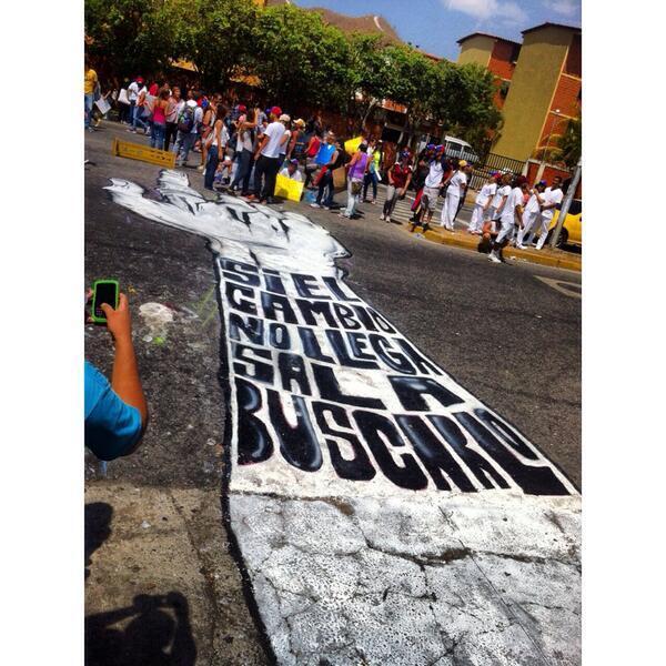Estudiantes de UJAP manifiestan, logran suspensión d clases hasta el 22 se reajustará el semestre #VenezuelaNoDesiste http://t.co/gzidamYqlu