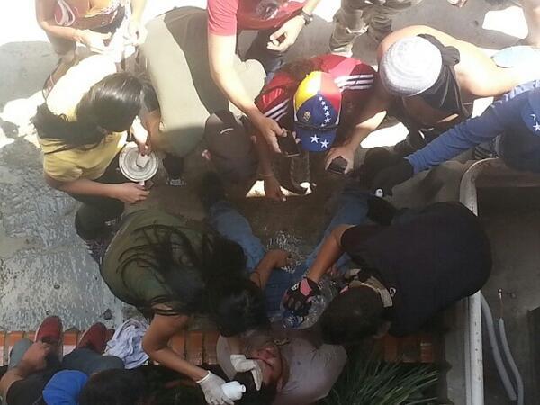 RT @arqirosales: #Tachira Acaba de ser herido estudiante por GN en Pueblo Nuevo 1:20pm #Táchira http://t.co/mSkzpMFjG4