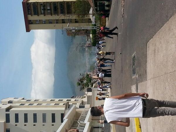 Aquí Seguimos Av Ppal de Pueblo Nuevo #Tachira #sanCristobal http://t.co/pUvGm3dSib