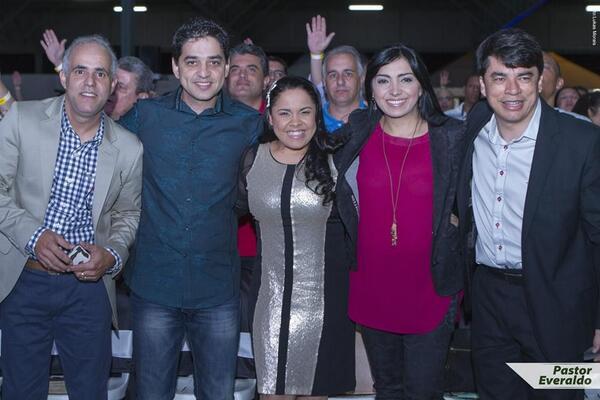 Junto com @Jairinhomanhaes @CASSIANECANTORA Eyshila e @_ClaudioDuarte no congresso Labaredas http://t.co/f3zNearLlQ